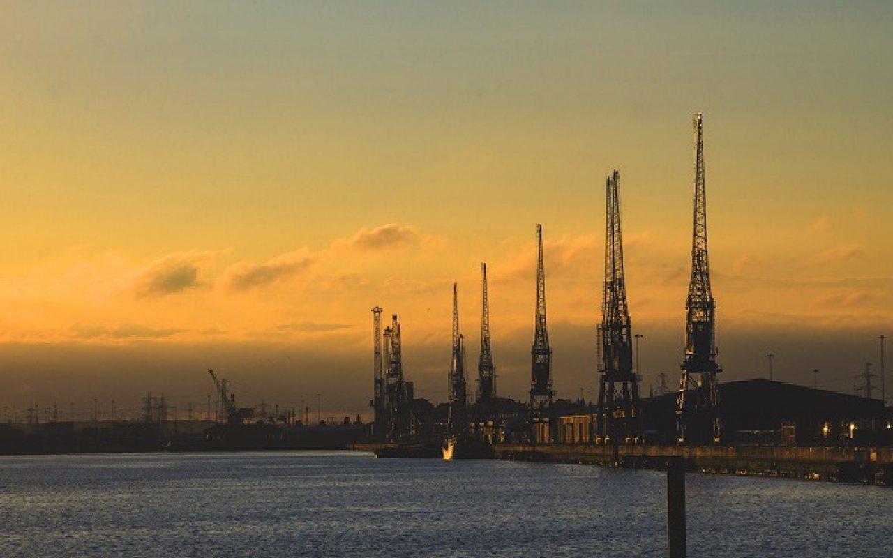 Southampton_docks_1280_800_84_s_c1