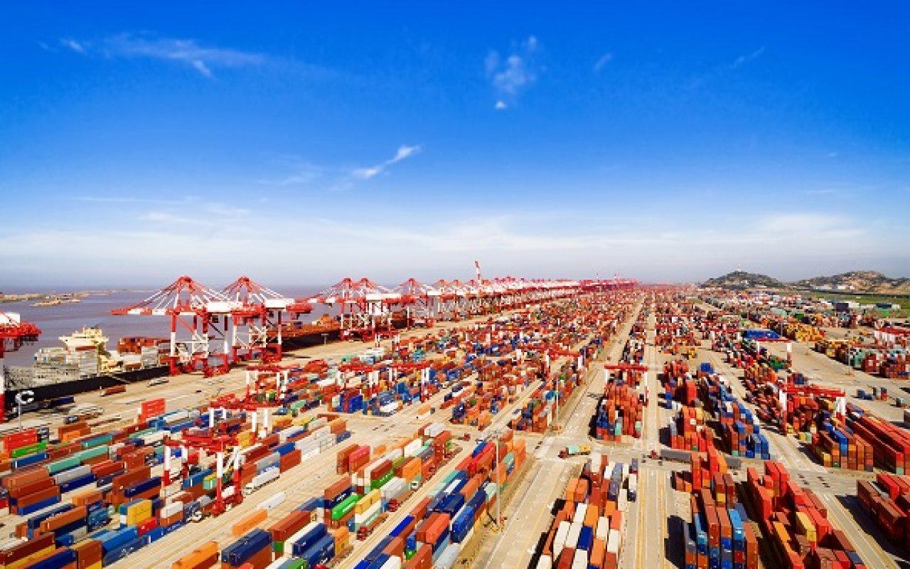 Shanghai_Port_Container2_1280_800_84_s_c1