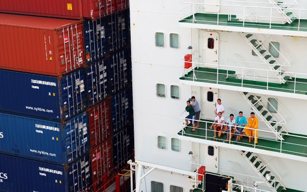 Seafarers_on_Containership_1280_800_84_s_c1