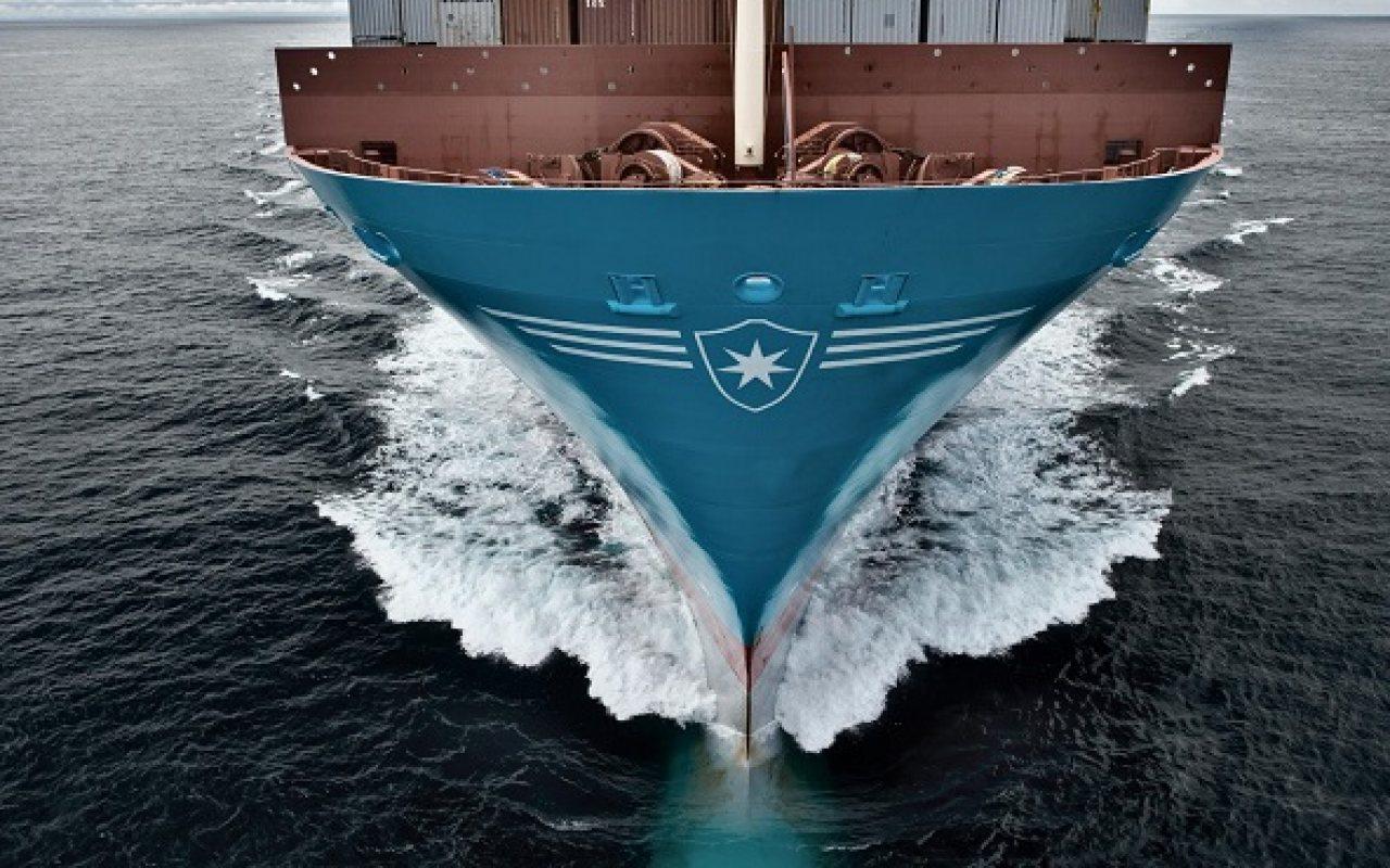maersk-line_ship_close_1280_800_84_s_c1