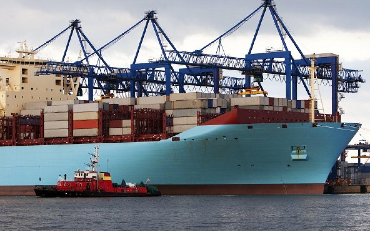 Maersk_Ship_Triple_E_Being_Unloaded_1280_800_84_s_c1