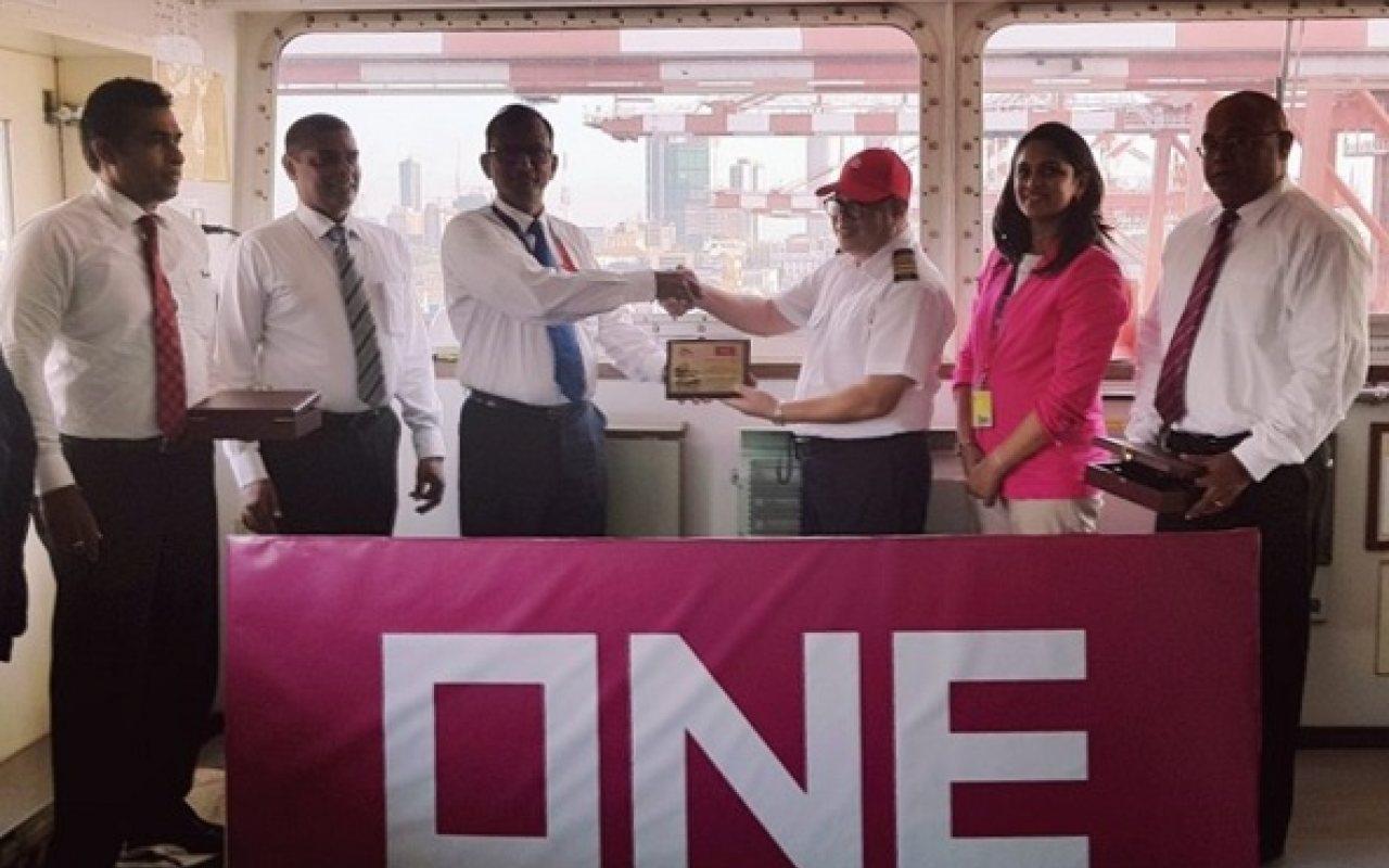 ONE_Crew_at_Sri_Lanka_Port_1280_800_84_s_c1
