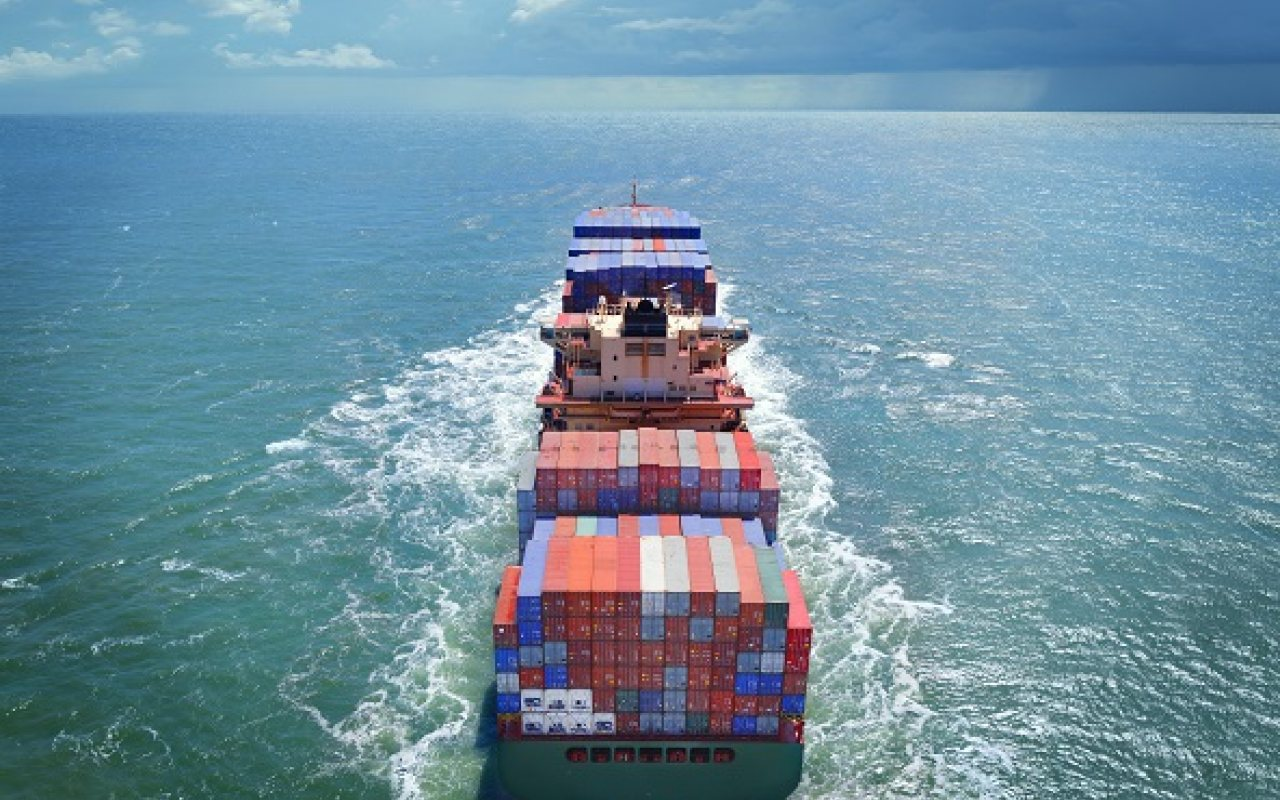 Containership_on_the_sea2_1280_800_84_s_c1