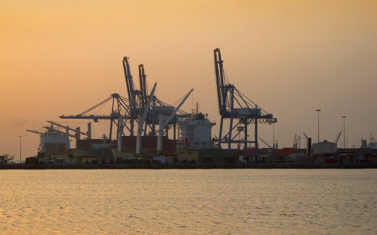 Djibouti_port_China_1280_800_84_s_c1