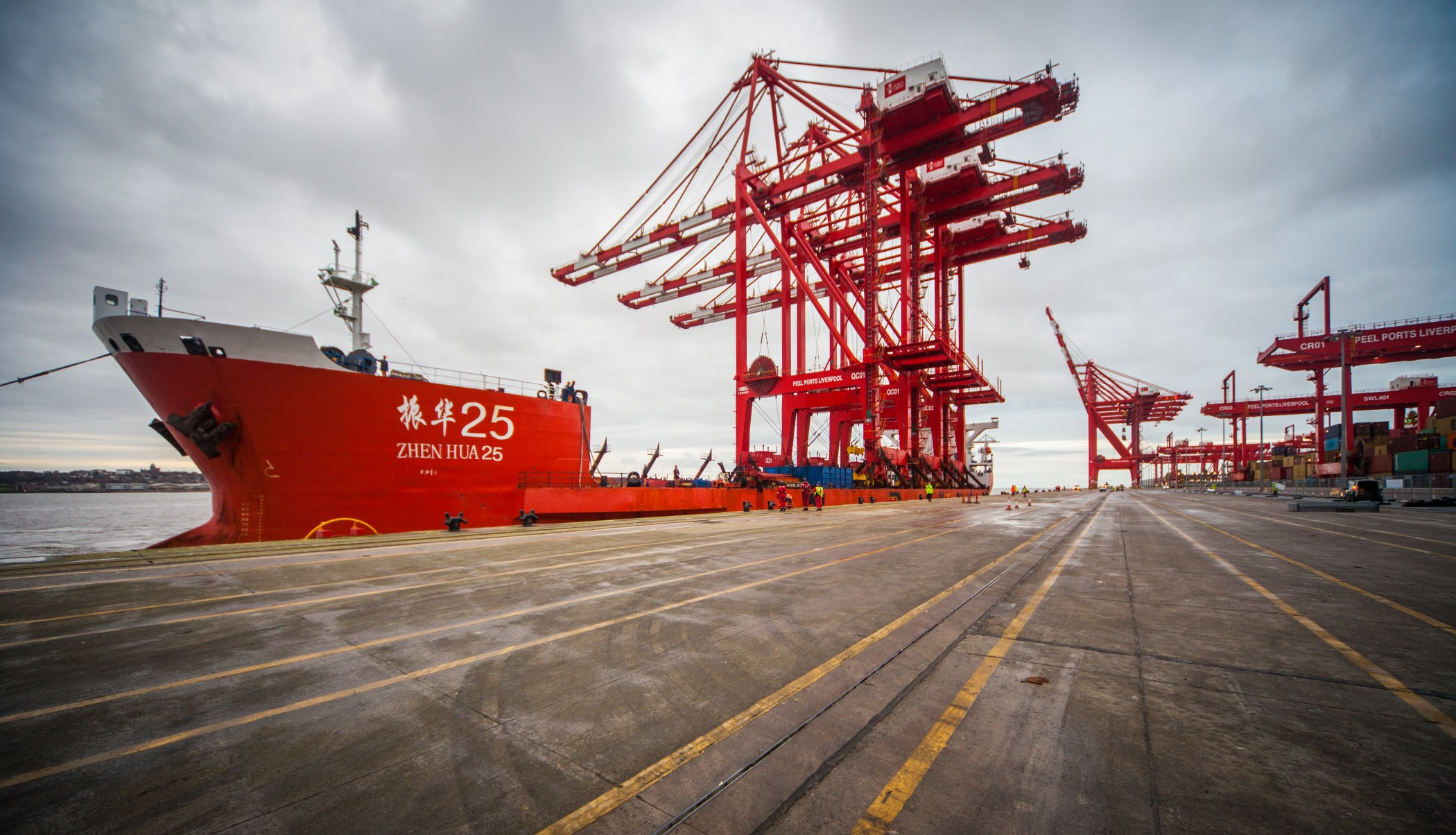 Peel Ports - latest ship-to-shire cranes arrive in Mersey for L2 (2)
