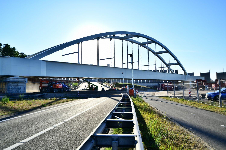 theemswegtrace-brug-succesvol-geplaatst-haven-rotterdam-3