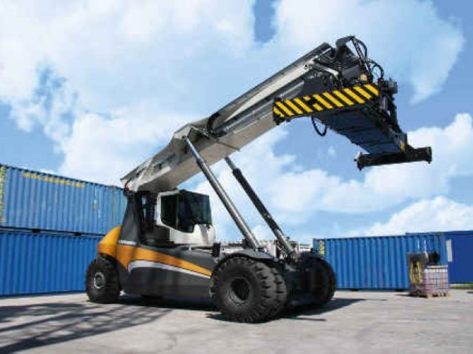 liebherr_lrs-545_Reach__stackers_for__container__handling__operations_640_480_84_s_c1-690x517