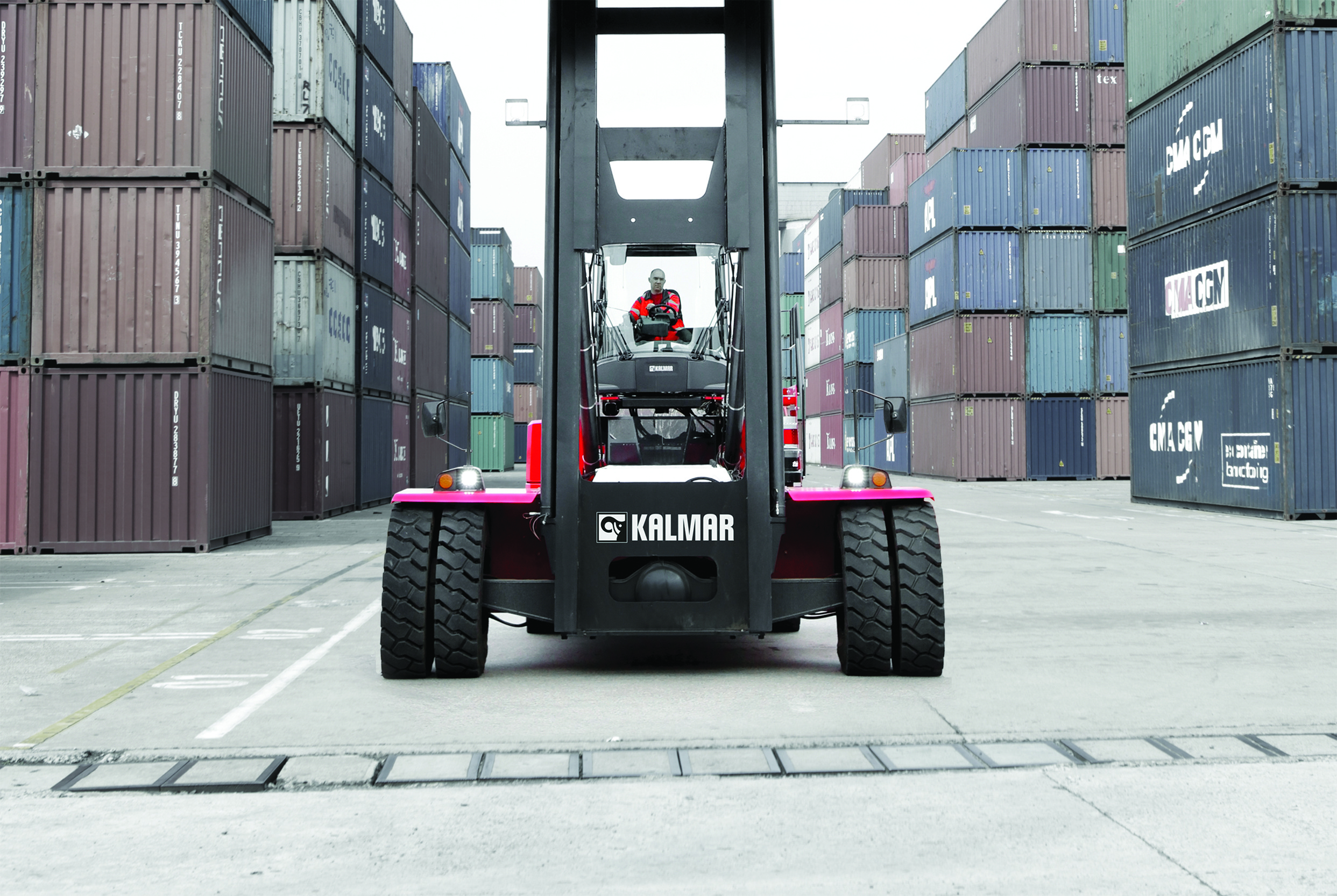 Kalmar will deploy a new fleet of equipment at DP World's terminal