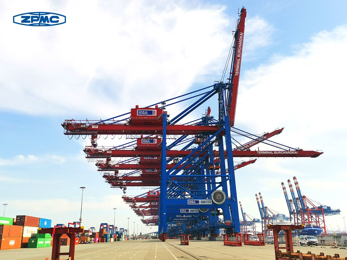 ZPMC delivers STS cranes to HHLA