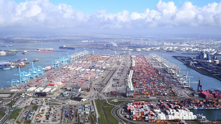 The Port of Rotterdam has seen a modest drop in TEU volume in Q3