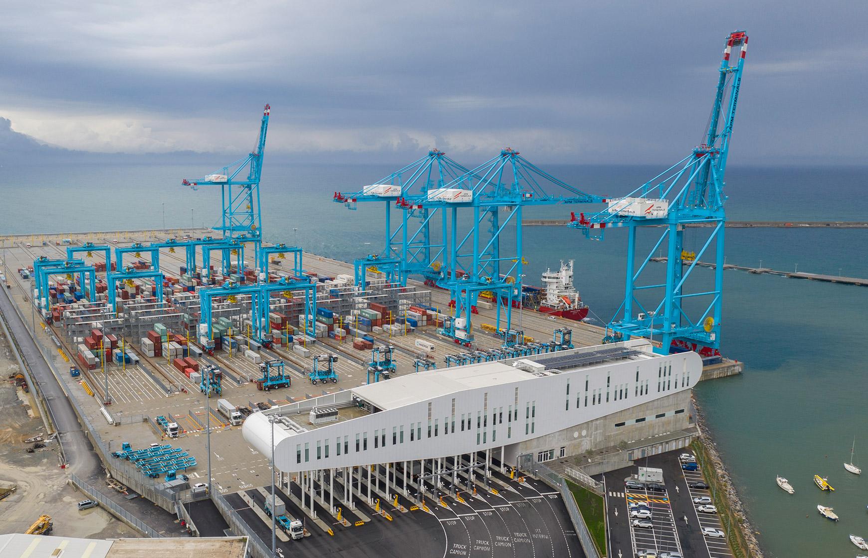 Vado Ligure welcomes COSCO vessels
