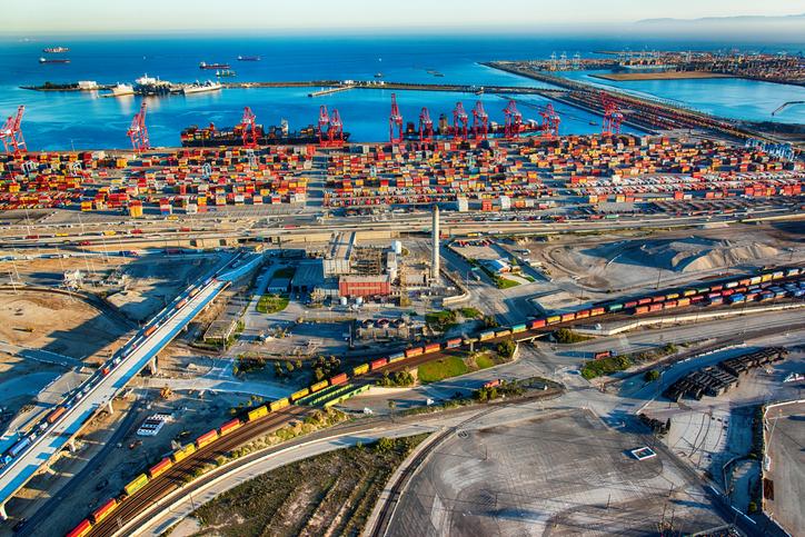 US imports breaks record during peak season