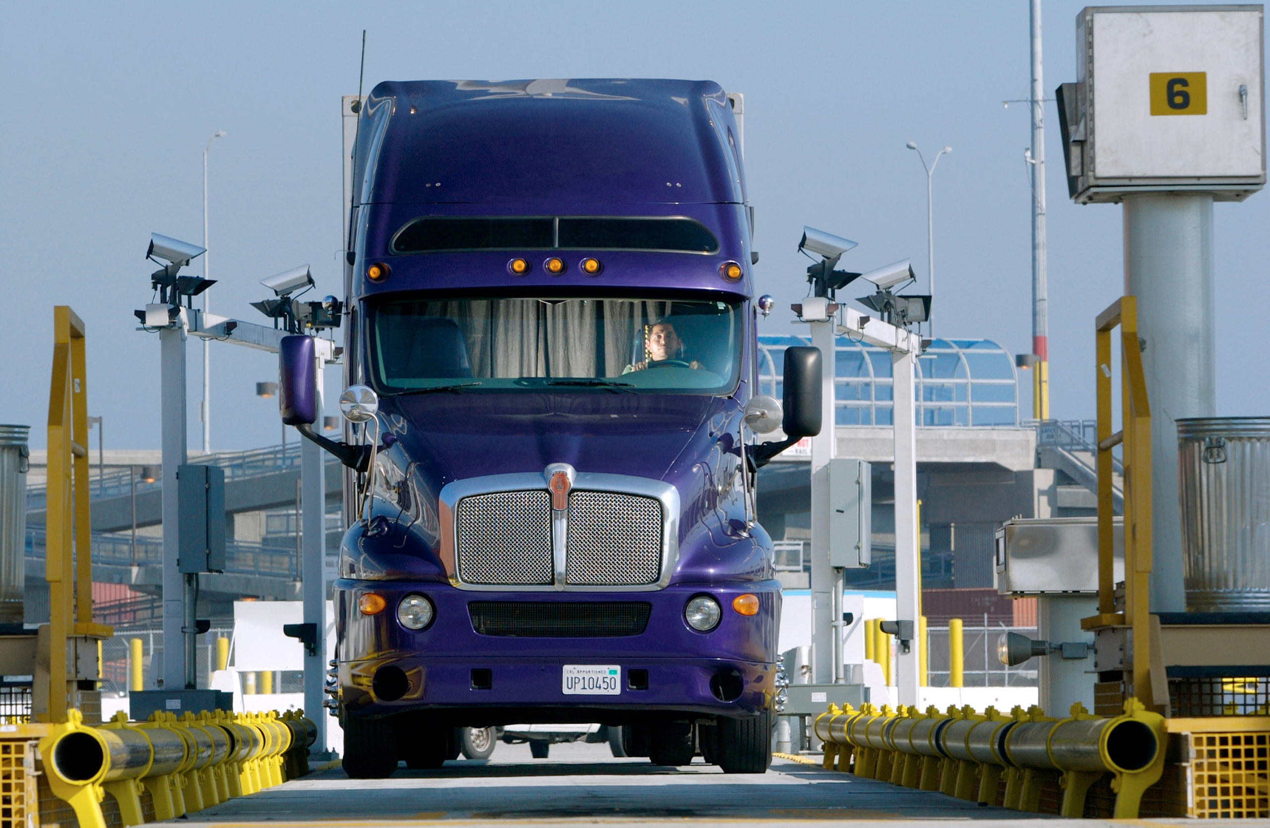 Maersk works with trucking association to ease congestion