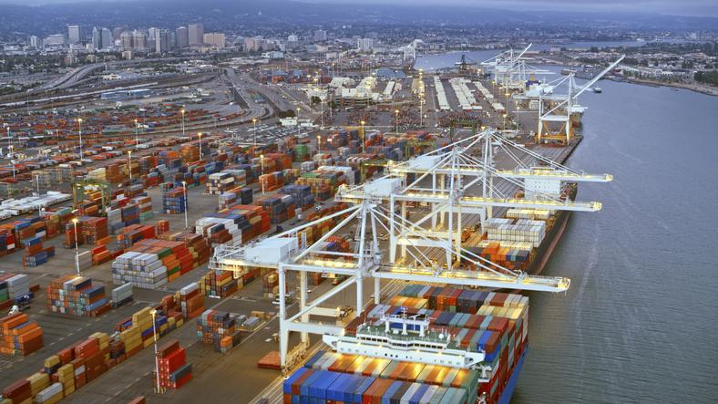 Port of Los Angeles sees unprecedented container surge