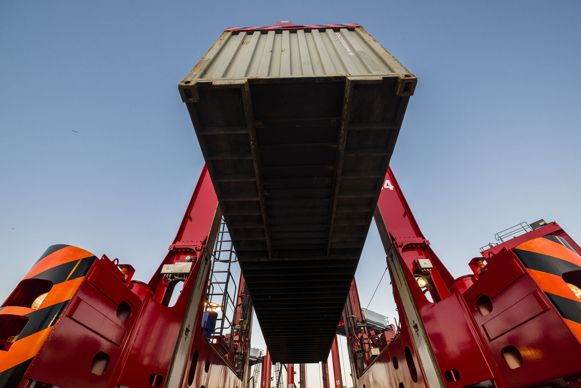 Kalmar to deliver hybrid straddle carriers to DP World Southampton