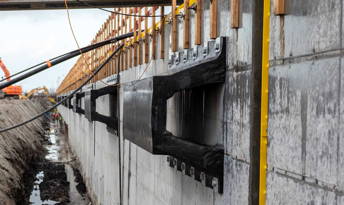 large-sized V Fenders on quay wall
