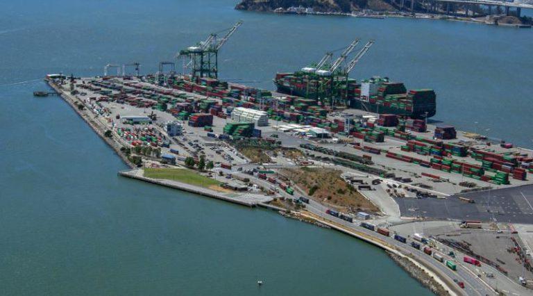 Port of Oakland awaits new crane
