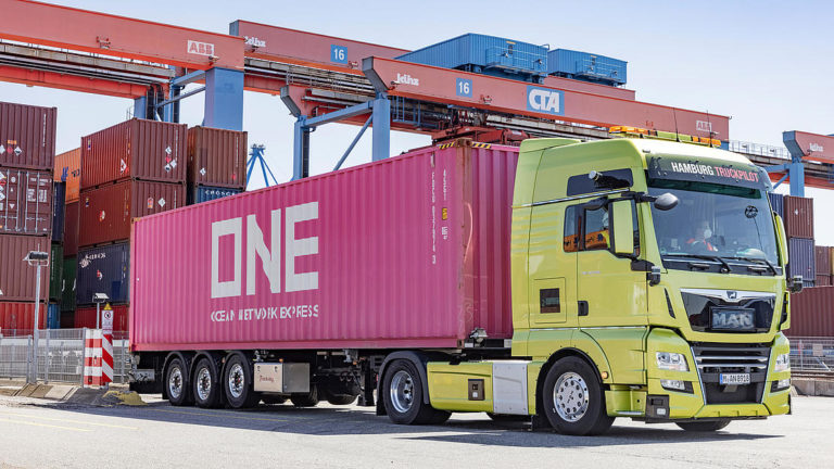 HHLA completes automated truck tests
